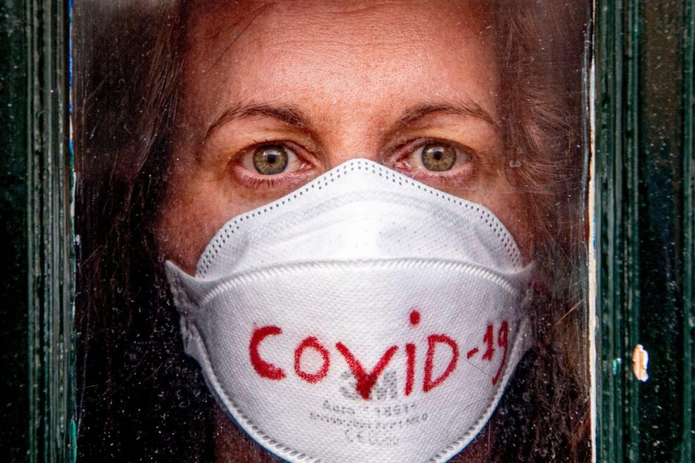 Coronavirus UK LIVE: Lockdown to last 'over three weeks' as 8,000 are infected and 422 dead