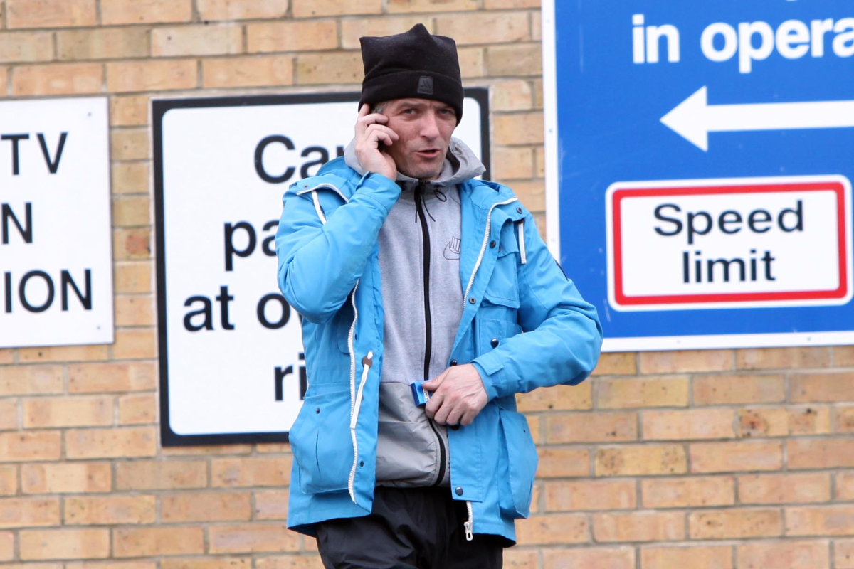 Crook suing police after off-duty officer revealed his burglary past to locals